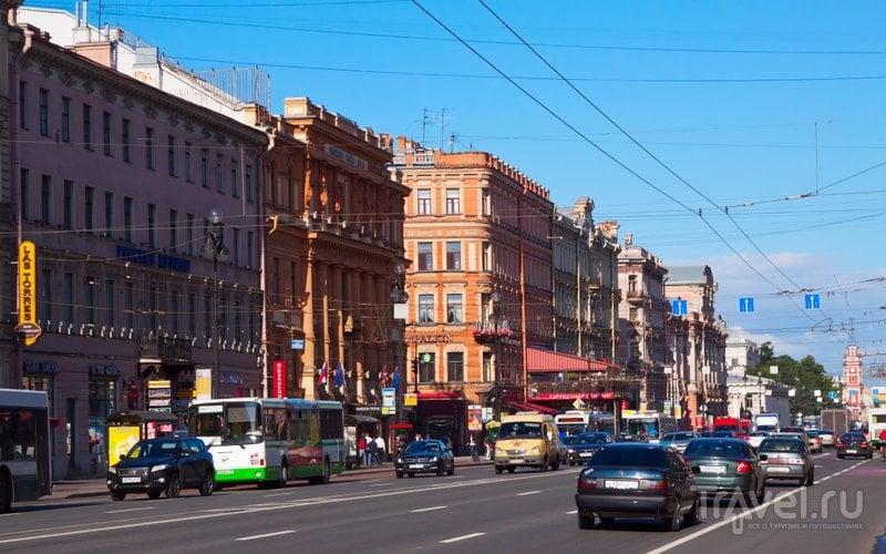 На Невском создана выделенная полоса для общественного транспорта