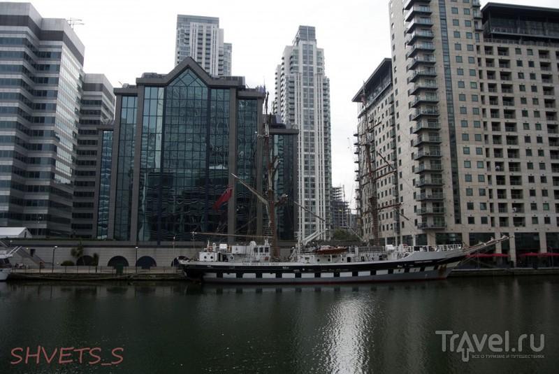 Canary Wharf - деловой квартал в восточной части Лондона / Великобритания