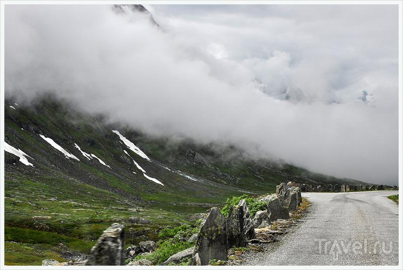 Этот путь проложен Троллями... / Фото из Норвегии
