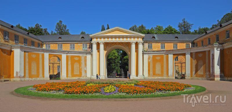 Парадные ворота дворца