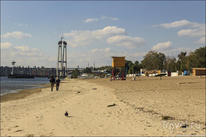 Прогулка по осеннему пляжу Запорожья / Украина