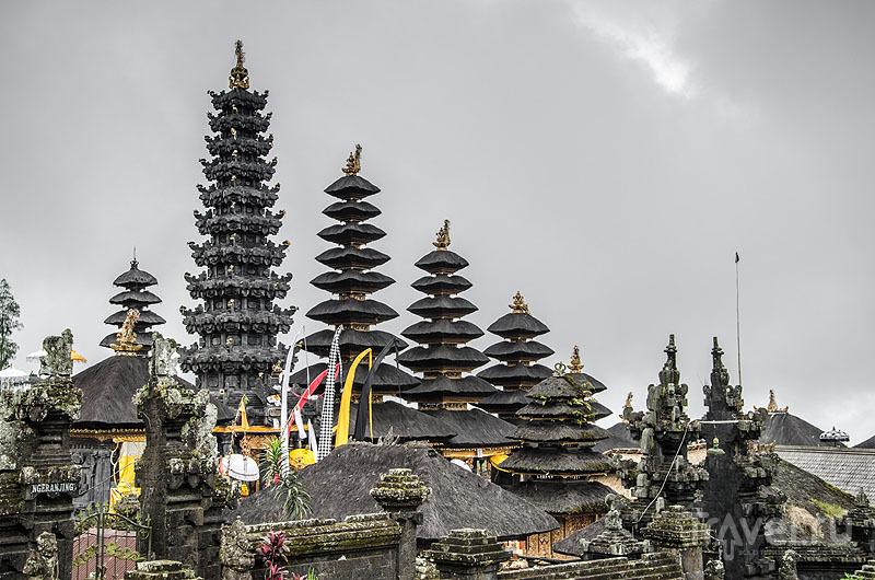 Пагоды комплекса Пура-Бесаких / Индонезия
