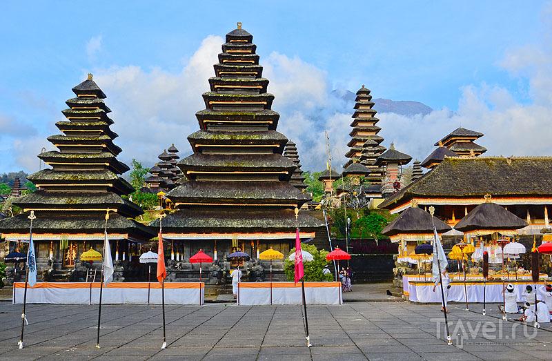 Пура-Бесаких - крупнейший храмовый комплекс на Бали / Индонезия