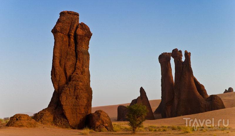 На плато Эннеди - скалы высотой до 1450 метров / Чад