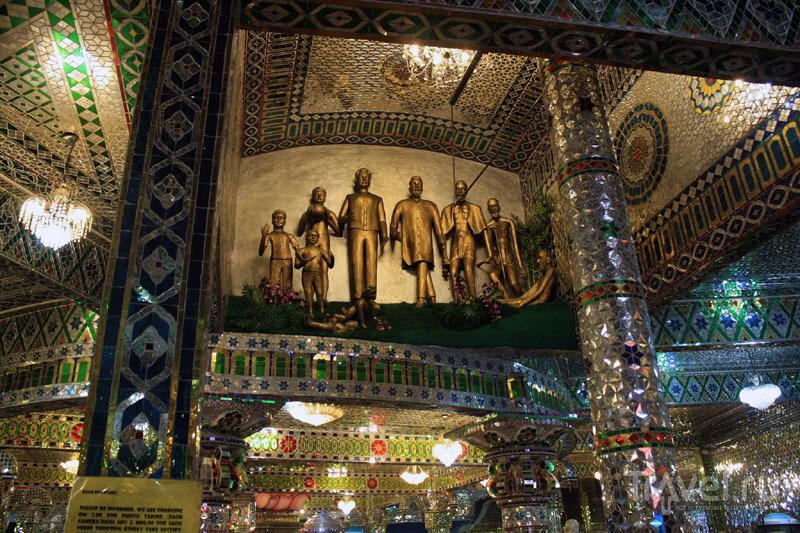 Для храма потребовалось 500 тысяч кусочков стекла / Малайзия