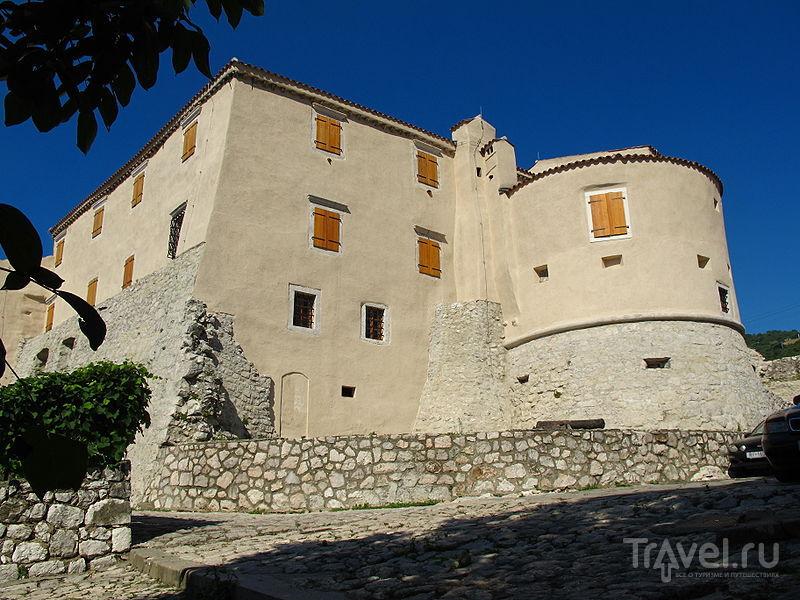 Замок Бакар