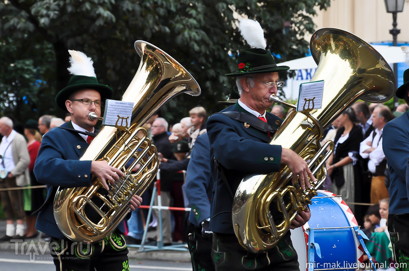 Костюмированное шествие на Октоберфесте / Фото из Германии