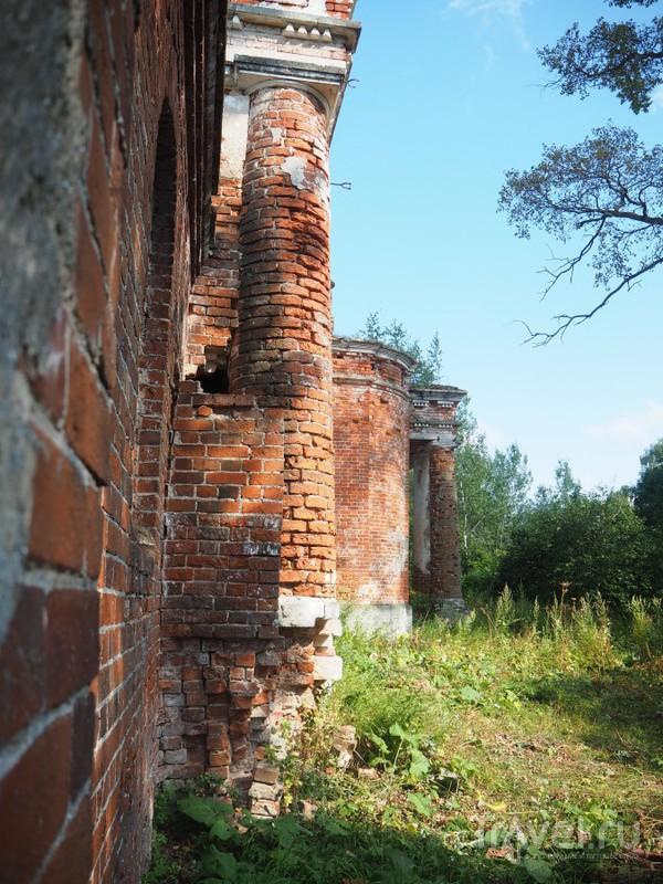Шестнадцатиколонная ротонда в селе Будимирово / Россия