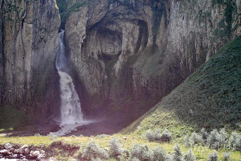 Урочище Джилы-Су. Водопад Эмир / Фото из России