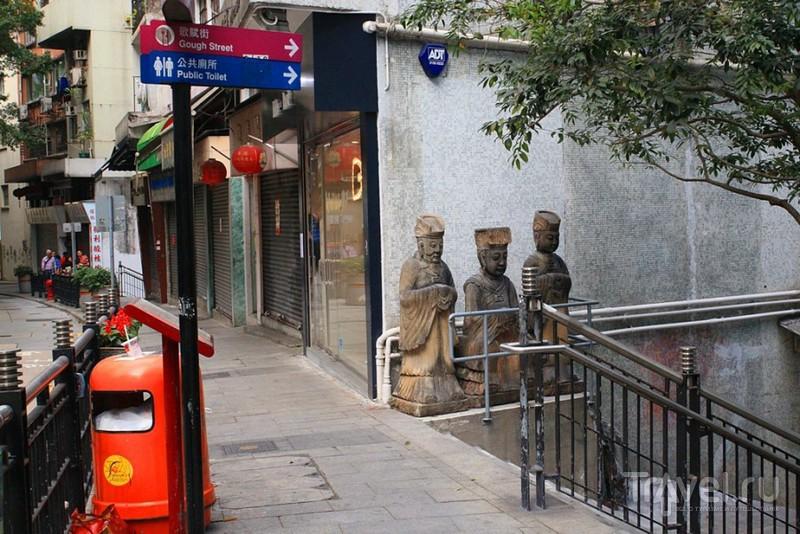 Казаки из Гонконга и другие витрины с Cain Road / Гонконг - Сянган (КНР)