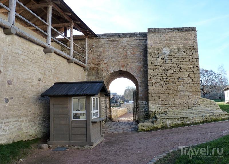 Изборская крепость снаружи и внутри / Фото из России