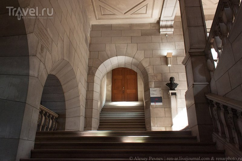 Возрожденная из огня. Библиотека католического университета Лёвена / Фото из Бельгии