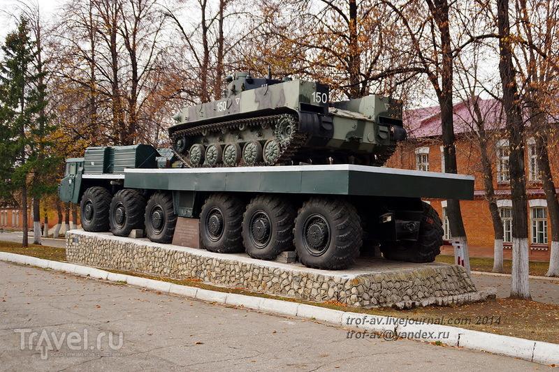 Военная техника на территории филиала Рязанского училища ВДВ (бывшее автомобильное училище) / Россия