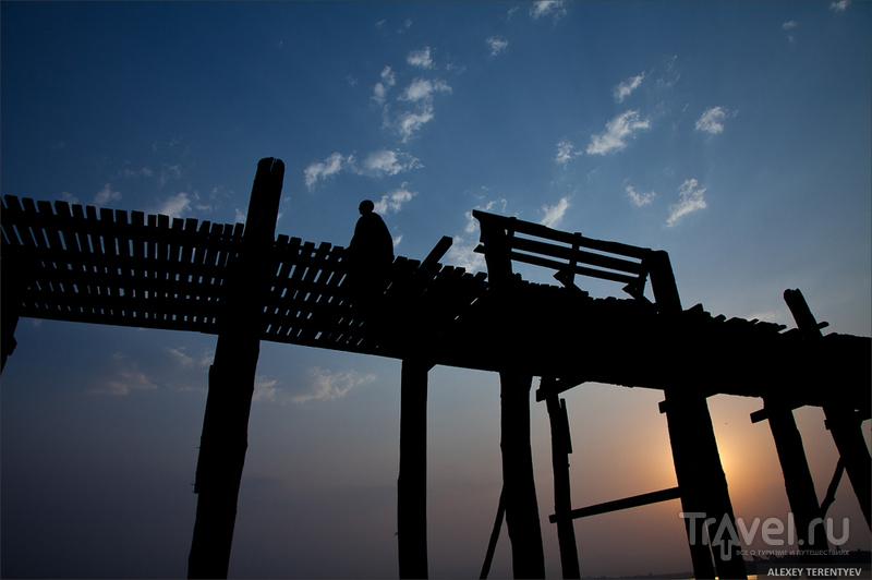 У тикового моста U-Bein. Myanmar... / Мьянма