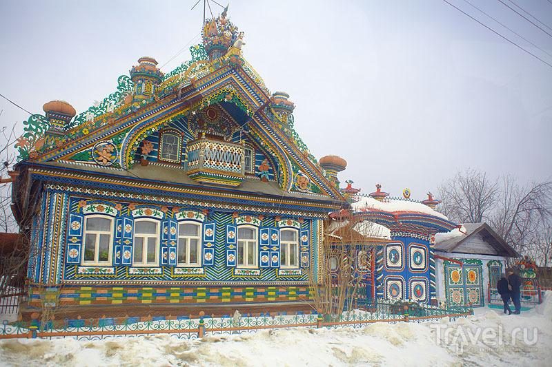 Дом кузнеца Сергея Ивановича Кириллова зимой / Россия