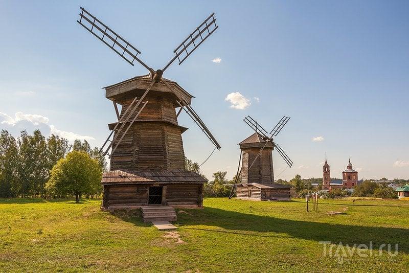 Старые мельницы в музее деревянного зодчества