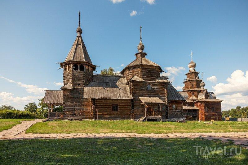В большинстве российских деревень церкви строили как и дома - из дерева