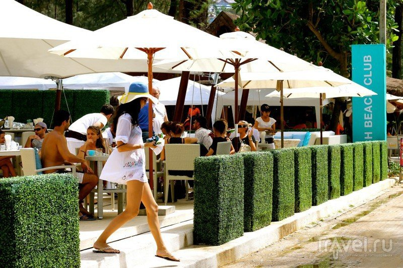 Гламурная пляжная жизнь на Surin Beach, Phuket