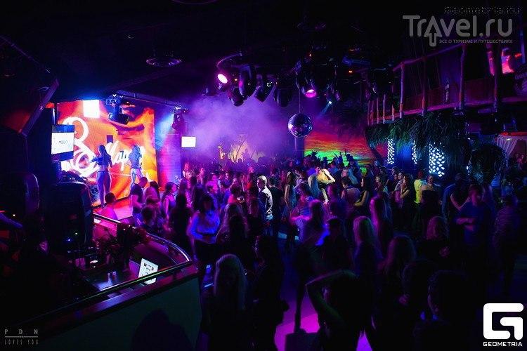 Зимой клуб работает только два дня в неделю, вечеринки проходят в помещении