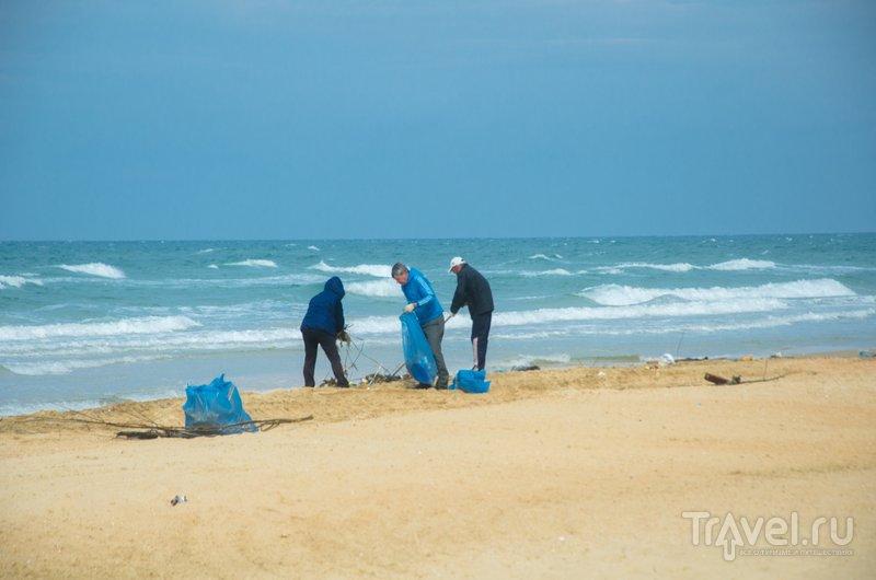 Центральный пляж Витязево каждый день убирают