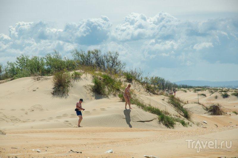 Одна проблема: туристы оставляют на дюнах много мусора