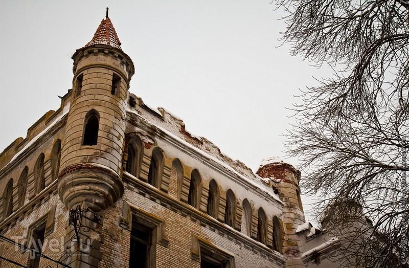 Средневековый замок в лесу под Владимиром / Россия
