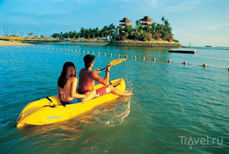 Плавание на каяках очень популярно на Сентозе