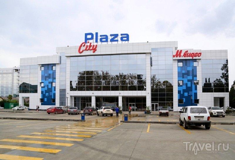 """Здание ТРК """"Сити Плаза"""", в котором находится кинотеатр Адлера"""