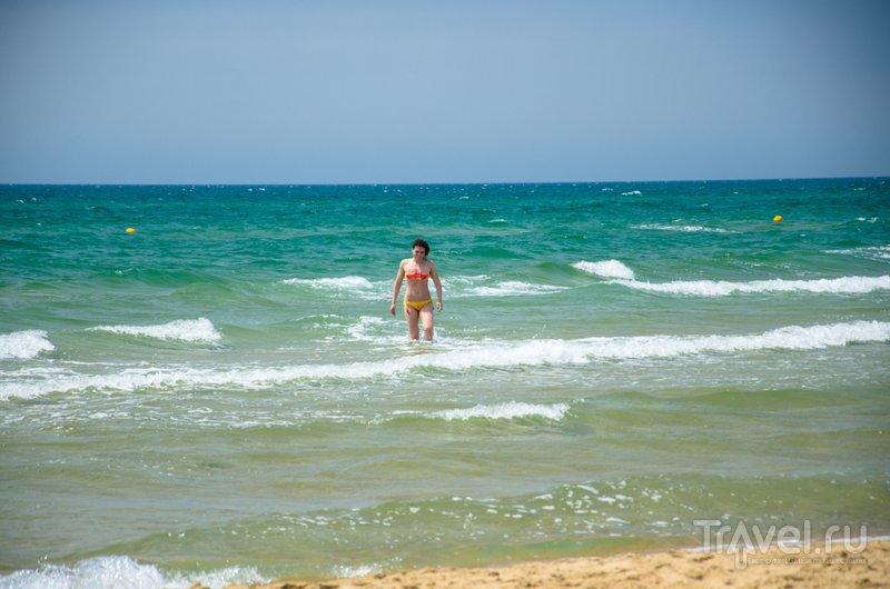 Вода в море очень чистая. Она становятся грязной, только если туристы выбрасывают в нее мусор