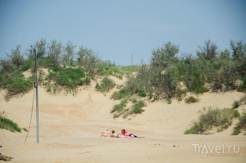 Пляжи в Джметете оборудованные, но некоторые предпочитают отдыхать прямо на песке