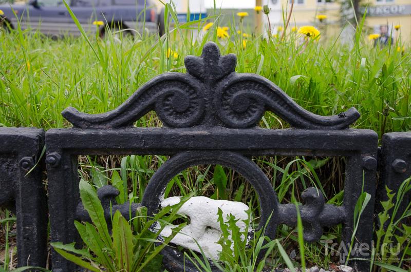 Интересная ограда для газонов / Фото из России
