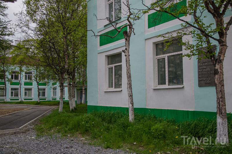 Одно из первых каменных зданий в Магадане / Фото из России