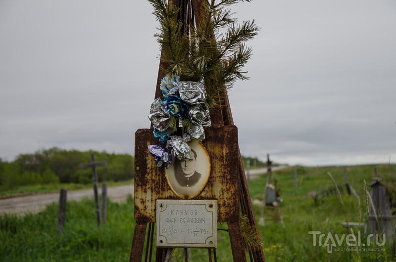 Кладбище рядом с городом-призраком / Фото из России