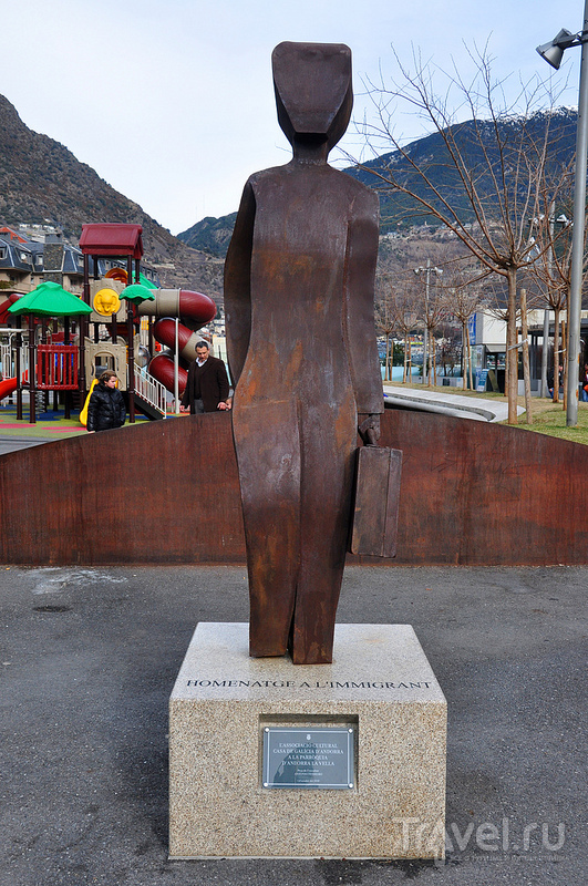 Странные и не очень странные скульптуры и памятники в Андорре / Андорра