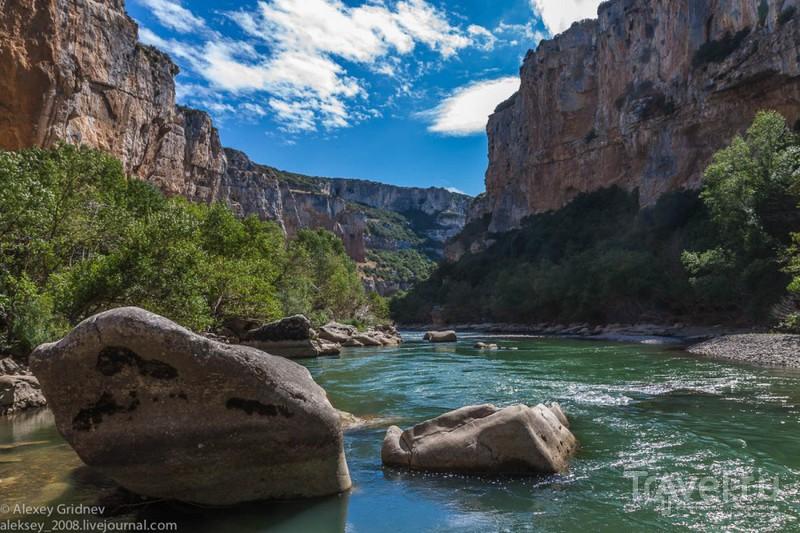 Наварра: каньон Ирати, Ухуе - город на горе и ночная Памплона / Фото из Испании