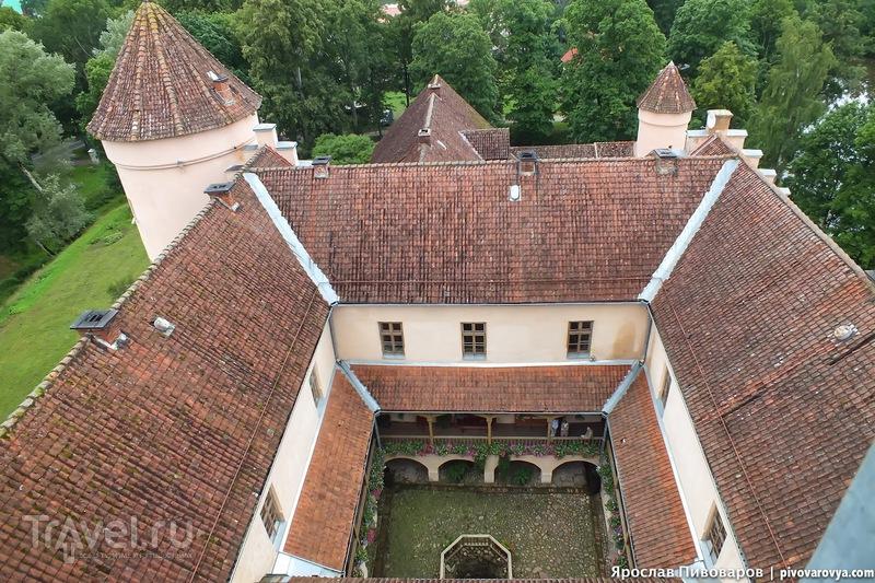 Замок Эдоле (Ēdoles pils) в Латвии / Латвия