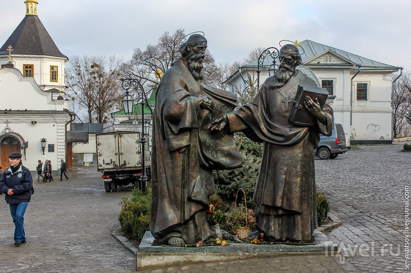 Киево-Печерская лавра - один из первых монастырей в Древнерусском государстве / Украина