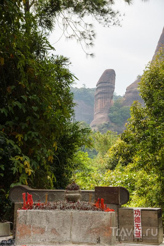Китай: Красные горы Danxiashan и эротические чудеса природы / Китай