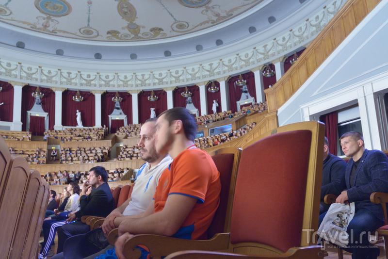 В большом зрительном зале около 1800 мест