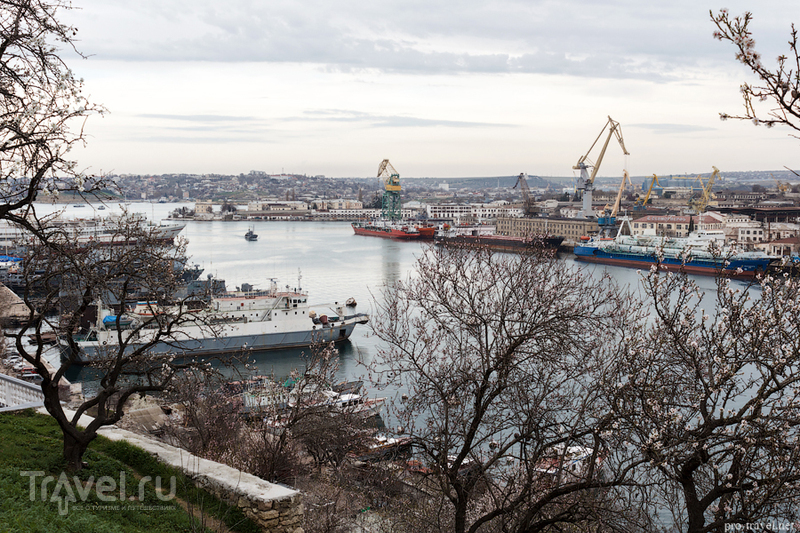 Южная бухта Севастополя год назад / Россия
