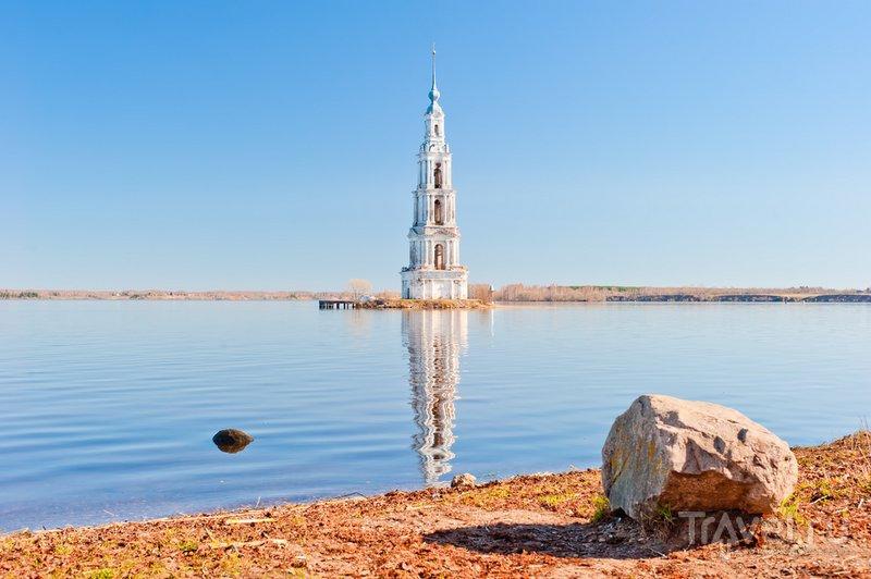Затопленная колокольня Калязина
