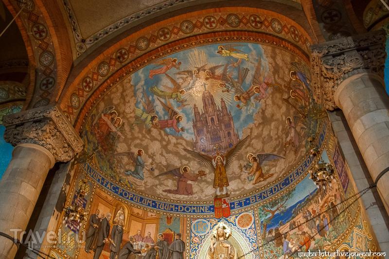 Барселона: храм Святого Сердца / Фото из Испании
