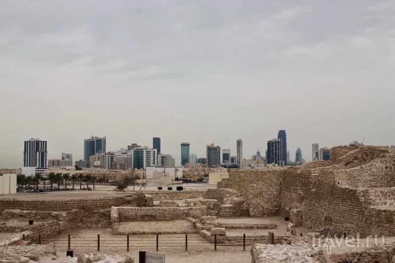 Древние стены и небоскребы