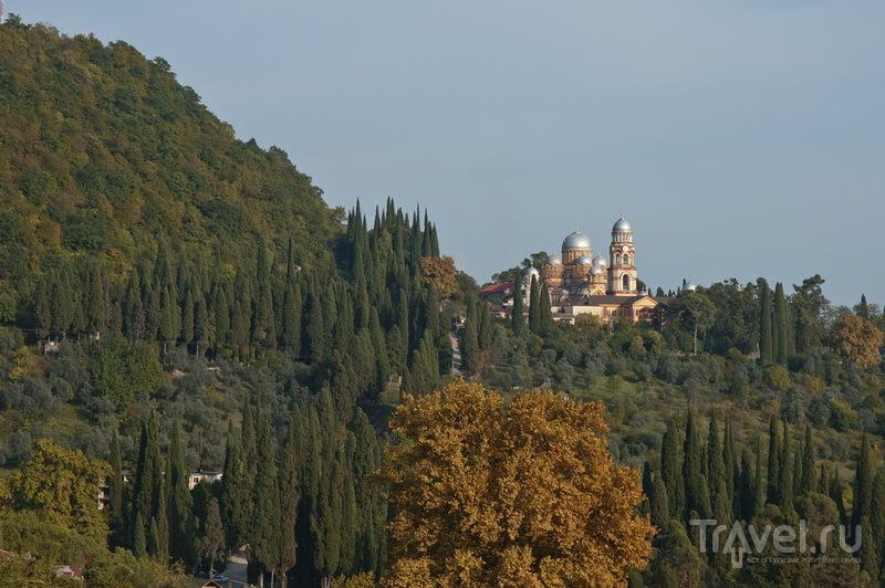 Новоафонский монастырь стоит на горе