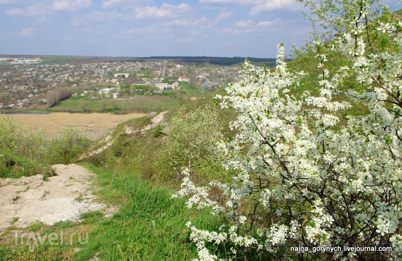 Цыпово. Скальный монастырь и село / Молдавия