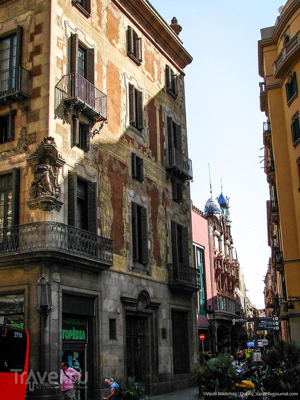 В Готическом квартале Барселоны / Испания