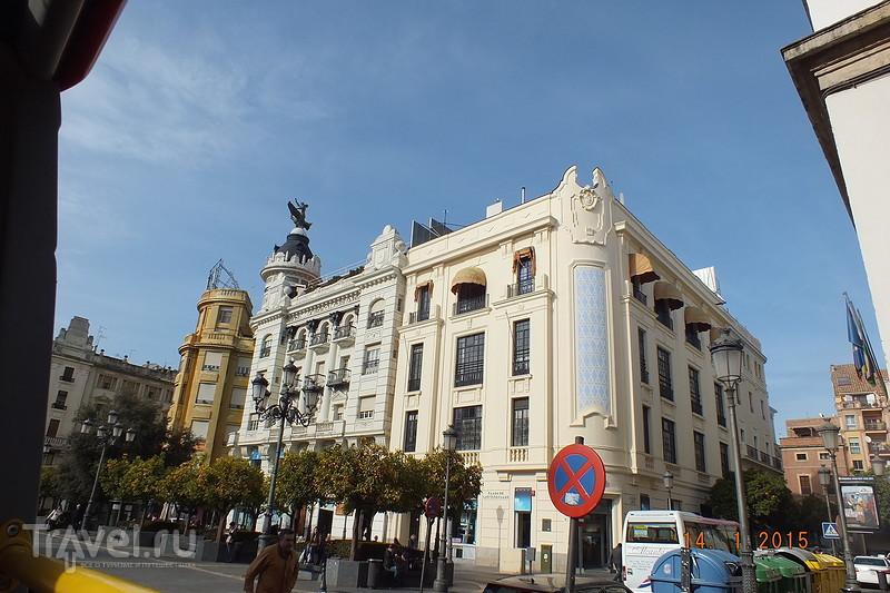 Кордова. Маршрут маленького туристического автобуса / Испания