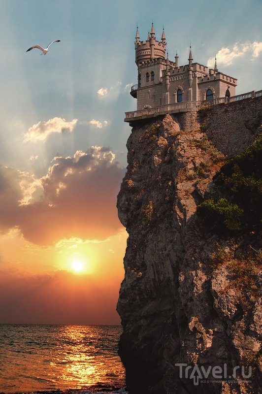 Романтический замок на закате