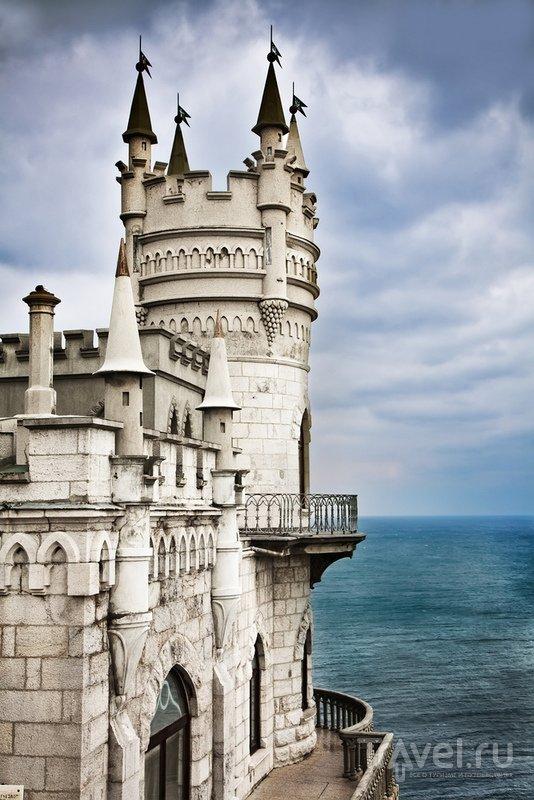 Замок построен в неоготическом стиле - это стилизация под Средневековье