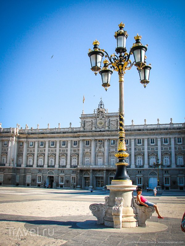 Утро у королевской резиденции / Испания